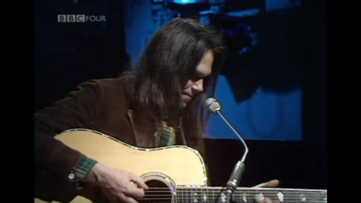 """Neil Young at Just 26 yrs of Age Kills It With """"Old Man"""" 