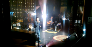 "Steve Perry Returns – Kills It On Stage with ""Open Arms"""