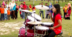 """She Starts Playing """"Sweet Child O' Mine"""" On Drums – People Gather Around For Good Reason"""