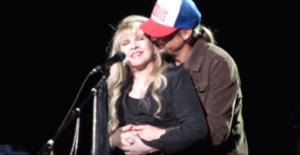 """Stevie Nicks Gets A Wonderful Surprise After Dedicating """"Landslide"""" To A Special Friend"""