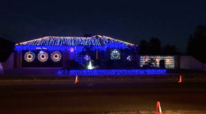"""Family Synchronizes Christmas Lights To AC/DC's """"Thunderstruck""""—Every Rock Fan Will Love This!"""