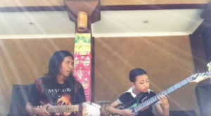 "Father Teaches Daughter To Play ""Hotel California"", But He Wasn't Ready For What He Saw Next…"