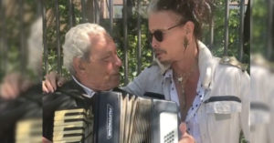 Steven Tyler Singing With Accordion Guy Is The Cutest Thing Ever