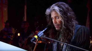 "Steven Tyler Puts A Laid Back Twist To ""Dream On"" That You're Going To Absolutely Adore…"