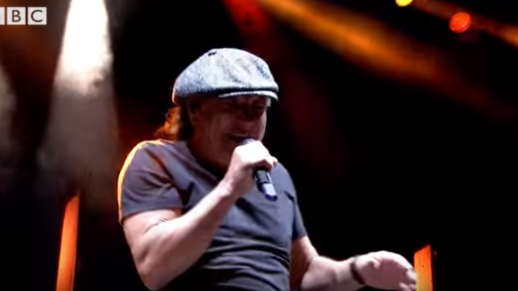 Muse and Brian Johnson of AC/DC Set Off Reading Festival With This Performance in Memory of Malcolm Young! | I Love Classic Rock Videos