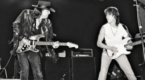 RARE: Stevie Ray Vaughan And Jeff Beck Exchange Mind-Blowing Blues Solos In Legendary Duet!