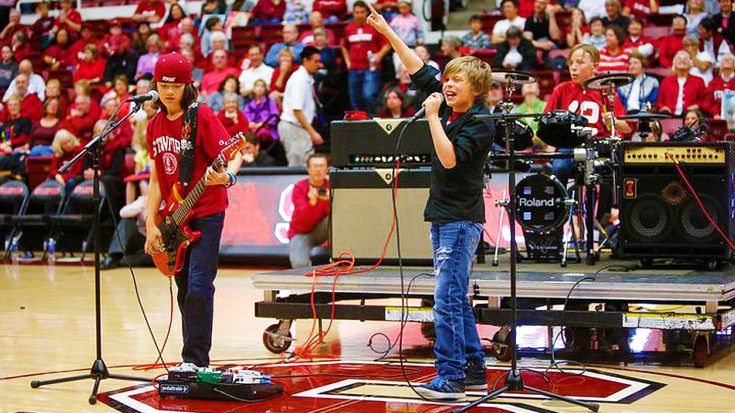 """6th Graders Shred Unbelievable Cover Of AC/DC's """"T.N.T."""" During Halftime Of College Basketball Game! 