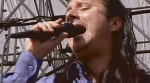 Flashback To Steve Perry's Bittersweet Final Moments Onstage With Journey – Hard To Watch
