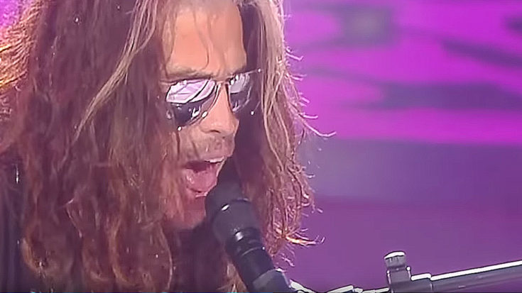 """Steven Tyler Halts Concert To Pay Sobering """"Dream On"""" Tribute To Late Legend Chris Cornell 