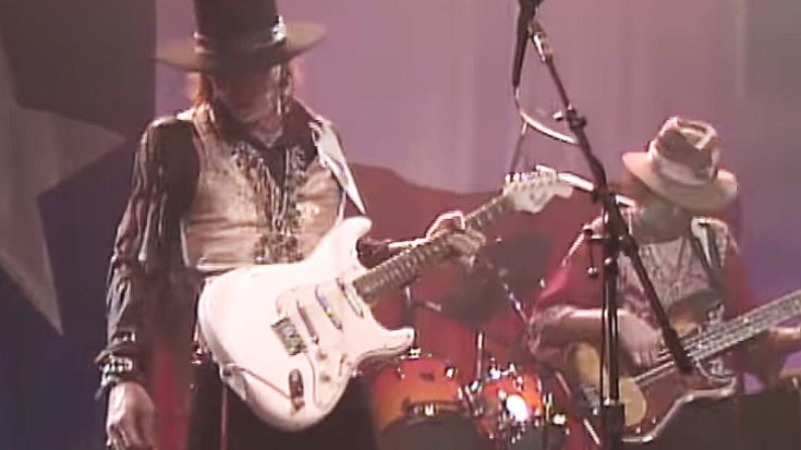 "32 Years Ago, Stevie Ray Vaughan Played A 6-Minute Jam That'll Make You Say ""Holy S***!"" 