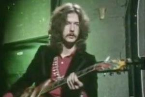 Watch A 23-Year Old Eric Clapton Explain His Guitar Technique