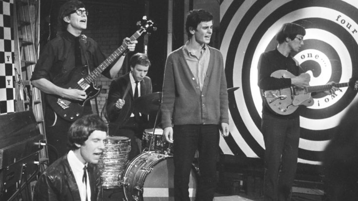"""This Performance Of The Zombies' """"Time Of The Season"""" Makes Us Wish We Owned A Time Machine 
