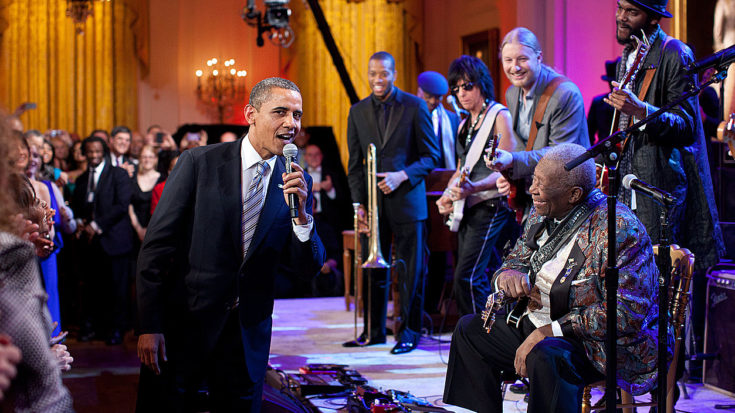 """B.B. King Performs """"Sweet Home Chicago"""" At The White House – But Keep Your Eye On Barack Obama 