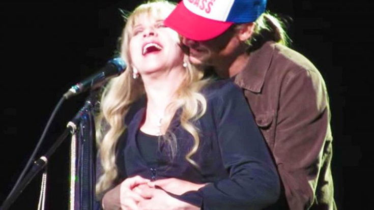 """Stevie Nicks Dedicated """"Landslide"""" To A Special Someone – Had No Idea He Was Waiting Right Behind Her 