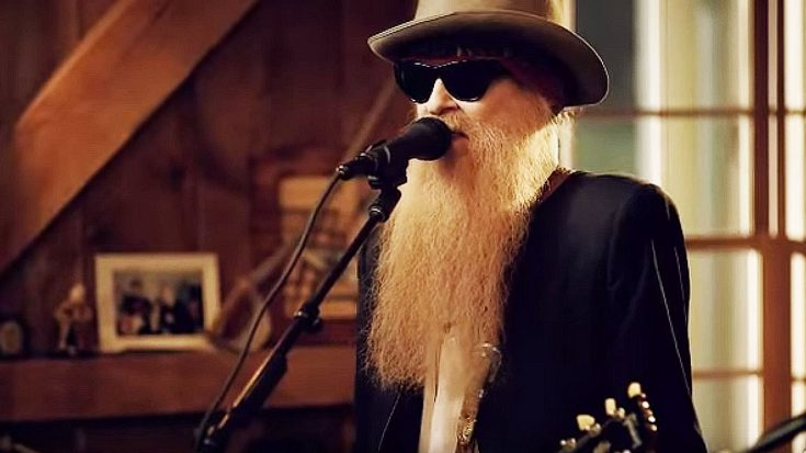 "Even 43 Years Later, Billy Gibbons Performs ""La Grange"" Like Only He Can! 