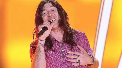"""Contestent Auditions For The Voice With """"Ramble On"""" And One Judge Immediately Hits His Button   I Love Classic Rock Videos"""