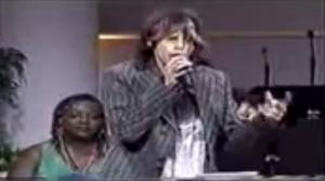 Steven Tyler Sings 'Lean On Me'