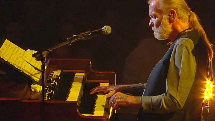 "Gregg Allman Brings ""Tuesday's Gone"" To Center Stage In Stirring Tribute To Lynyrd Skynyrd"