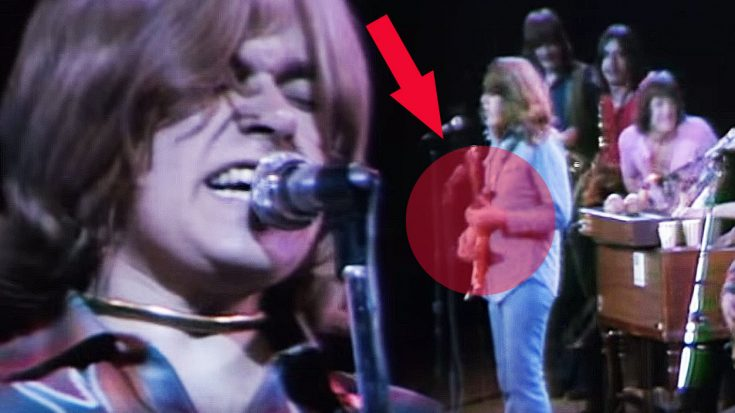 "Keep Your Eye On Terry Kath During Chicago's Performance Of ""25 Or 6 To 4"" 