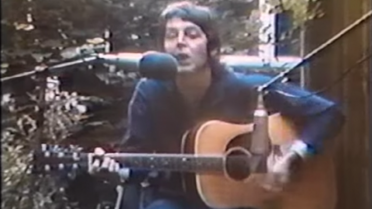 """Paul McCartney Sings Buddy Holly's """"Peggy Sue"""" in 1975 