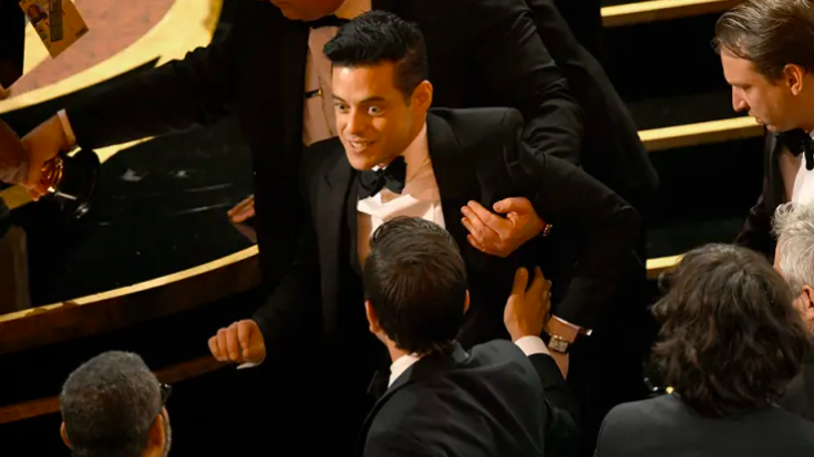 What you didn't see at the Oscars: Rami Malek falling off stage, keeps his Oscar safe! | I Love Classic Rock Videos