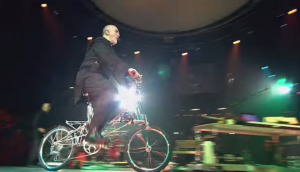 "Peter Gabriel's ""Solsbury Hill"" On A Bike Was His Best Live Performance"