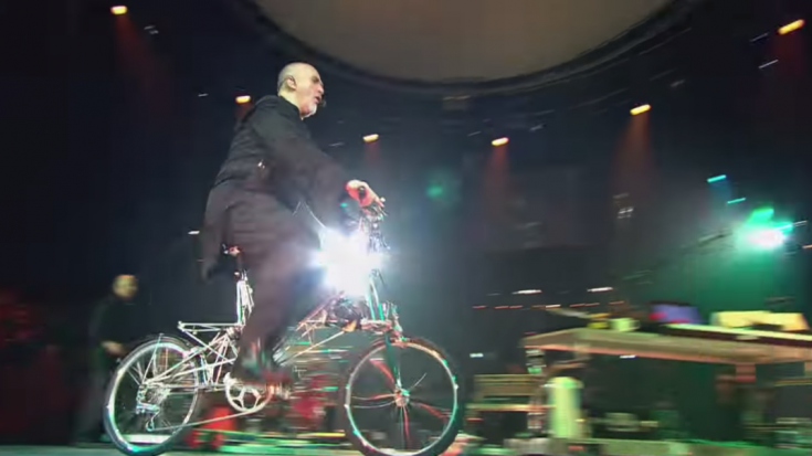 "Peter Gabriel's ""Solsbury Hill"" On A Bike Was His Best Live Performance 