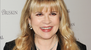 A Familiar Face Is Inducting Stevie Nicks Into The Rock Hall, But Not Who You'd Expect