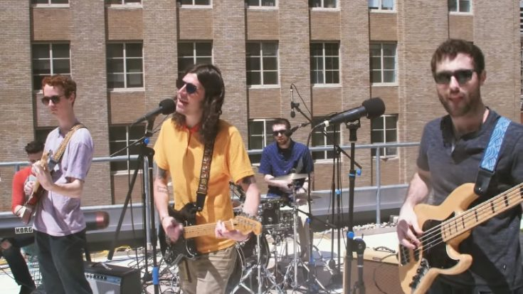 "This Modern Rooftop Cover Of The Beatles' ""Don't Let Me Down"" Is All You Need For A Chill Day 