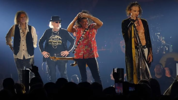 "Watch Steven Tyler Call Out ""Unhappy"" Fan In New Jersey 