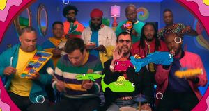 """Watch Ringo Star And Jimmy Fallon Play """"Yellow Submarine"""" With Toy Instruments"""