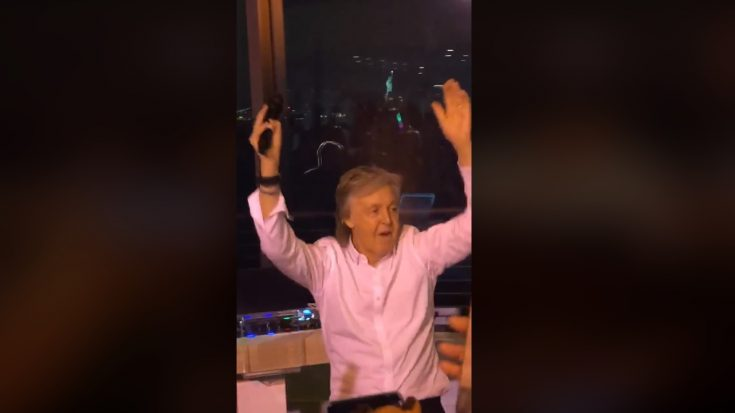 """Paul McCartney Parties With Crowd While Performing """"I Saw Her Standing There"""" 