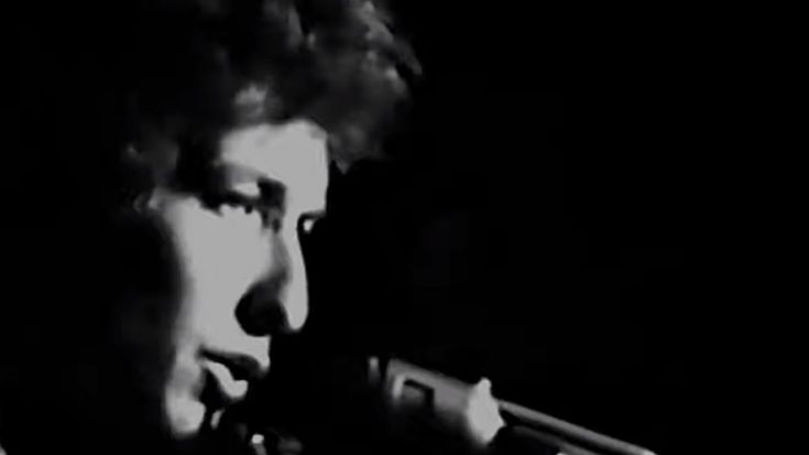 """1965 UK Tour: Watch The Only Footage Of Bob Dylan's """"Tambourine Man"""" In This Tour 