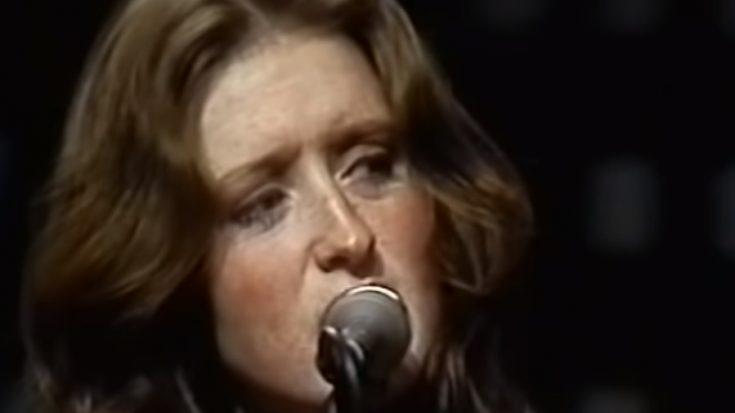 "Listen To 21 Year-Old Bonnie Raitt Cover ""Woodstock"" By Joni Mitchell | I Love Classic Rock Videos"