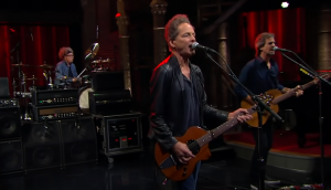"""Watch Lindsey Buckingham Shred Some Strings With """"On The Wrong Side"""""""