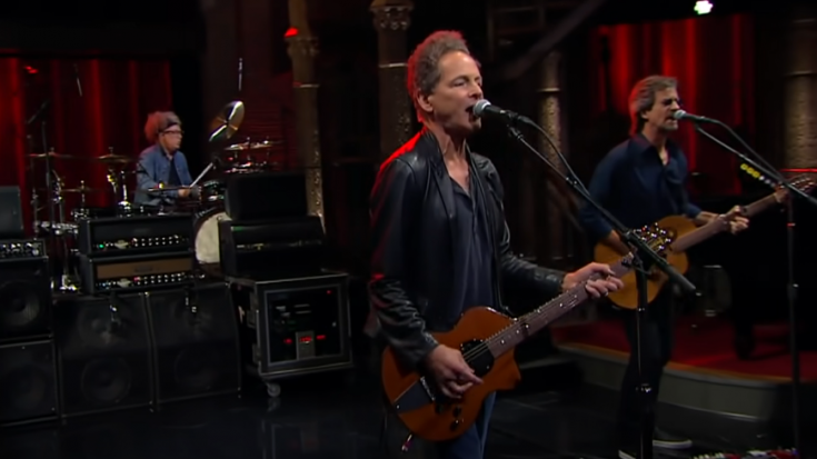 """Watch Lindsey Buckingham Shred Some Strings With """"On The Wrong Side""""   I Love Classic Rock Videos"""