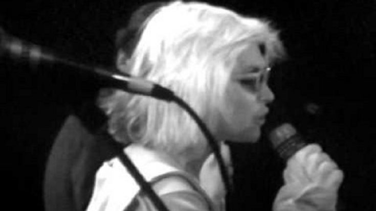 """Watch One Of Debbie Harry's Best Performance Of """"Dreaming"""" In 1979 